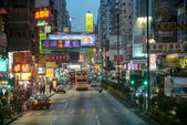 Hong Kong, China - February 23, 2014: Nathan Road is the main thoroughfare in Kowloon, Hong Kong that lined with shops and throngs with tourists, The total length of the Nathan Road is about 3.6km. — Foto de Stock