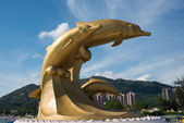 Gold dolphin sculpture — Stock Photo