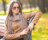 Beautiful girl with glasses in the Park — Stock fotografie