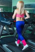 Girl runs on a treadmill  — Stock Photo
