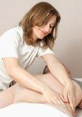 Girl masseuse doing massage — Photo