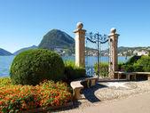 Gate at lake of Villa Ciani — Foto Stock