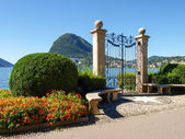 Gate at lake of Villa Ciani — ストック写真