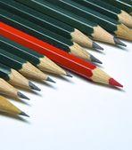 Zelená tužky izolovaných na bílém pozadí. — Stock fotografie