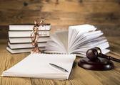 Wooden gavel, Lady Justice, gold scale and law books on wooden table — Foto Stock