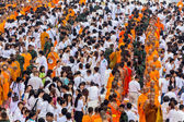 BANGKOK , THAILAND - September 8 : unidentified people give food and drink for alms to 10,000 Buddhist monks on September 8, 2013 Pratunam in Bangkok, Thailand. — Stock Photo