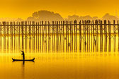 Sunset in U Bein bridge, Myanmar. — Foto de Stock