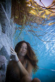 Young woman underwater — Foto Stock