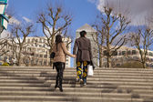 LONDON, UK - CANARY WHARF, MARCH 22, 2014 West India Avenue, Young couple walking — Stock Photo