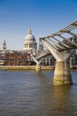 LONDON, UK - MARCH 29, 2014  South bank walk of the river Thames with St Paul's cathedral view — Stock Photo