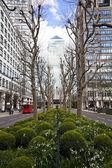 Londres, Reino Unido - canary wharf, 22 de marzo de 2014 carbot Plaza, Avenida Oeste india, Distrito de negocios más grande de Londres, ve en torre de Canadá — Foto de Stock
