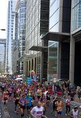 London, İngiltere - 13 Nisan 2014 - Aria canary wharf Londra Maratonu, sporcular, profesyoneller ve amatörler için büyük spor olayı Şampiyonlar Ligi — Stok fotoğraf
