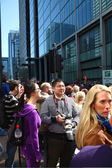 LONDON, UK - APRIL 13, 2014 - London Marathon in Canary Wharf aria, massive sport event, Supportive crowd — Stock Photo