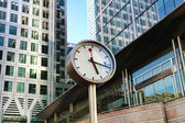 LONDON, CANARY WHARF UK - APRIL 13, 2014 - Clock main square — Stock Photo