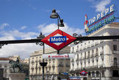 MADRID, SPAIN - MAY 28, 2014: Madrid tube station, train arriving on a platform — Stock fotografie