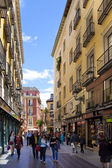 MADRID, SPAIN - MAY 28, 2014: Old Madrid city centre, busy street with people and traffic — Stock Photo