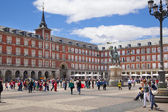 MADRID, SPAIN - MAY 28, 2014: Plaza Mayor and tourist, Madrid city centre — Zdjęcie stockowe