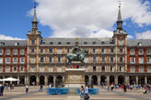 MADRID, SPAIN - MAY 28, 2014: Plaza Mayor and tourist, Madrid city centre — Stock Photo