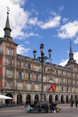 MADRID, SPAIN - MAY 28, 2014: Plaza Mayor and tourist, Madrid city centre — ストック写真