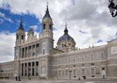 MADRID, SPAIN - MAY 28, 2014: Cathedral Santa Maria la Real de La Almudena in Madrid, Spain. — Foto Stock