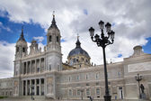 MADRID, SPAIN - MAY 28, 2014: Cathedral Santa Maria la Real de La Almudena in Madrid, Spain. — Zdjęcie stockowe