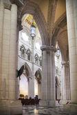 мадрид, испания - 28 мая 2014: собора санта-мария ла реальных де ла альмудена в мадриде, испания. — Стоковое фото