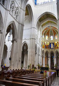 MADRID, SPAIN - MAY 28, 2014: Cathedral Santa Maria la Real de La Almudena in Madrid, Spain. — Стоковое фото