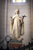Madrid, Spagna - 28 maggio 2014: l'altare d'oro nella Cattedrale santa maria la real de la almudena, madrid, Spagna. — Foto Stock