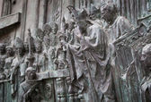 MADRID, SPAIN - MAY 28, 2014: Bas-relief on the door of neo-gothic of Santa Maria la Real de La Almudena in Madrid, Spain. — Foto Stock