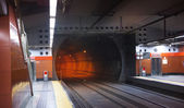 MADRID, SPAIN - MAY 28, 2014: Madrid tube station, train arriving on a platform — Stock Photo