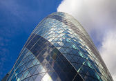 LONDON, UK - APRIL 24, 2014: Gherkin building glass windows texture reflects the sky buildings of the Swiss Re Gherkin, is 180 meters tall, stands in the City of London — Stock Photo