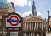 LONDON, UK - JUNE 30, 2014: Busy city of London street, leading to the Bank of England — Stock Photo