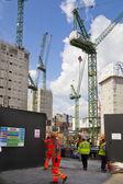 Londres, reino unido - 03 de julio de 2014: sitio de edificio grande en el banco de aria de inglaterra. borrado de nuevas oficinas y edificios de apartamentos — Photo