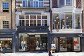 London, i̇ngiltere - 03 temmuz 2014: bond sokak butikler, ünlü moda küçük işletmeler sokak — Stok fotoğraf