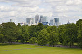 LONDON, UK - June 17, 2014: Canary wharf business and banking aria view from the hill — Foto Stock