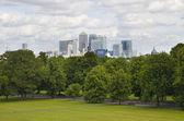 Londra, Regno Unito - 17 giugno 2014: canary wharf aziendale e bancaria aria Mostra dalla collina — Foto Stock