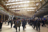 LONDON, UK - MAY 14, 2014 - Waterloo international station in the centre of London, one of the main rail junction of Great Britain Departure hall with travelers — Stock Photo