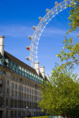 LONDON, UK - MAY 14, 2014: London eye is a giant Ferris wheel opened on 31 December 1999, the most famous tourist's attraction in center London — Stock Photo