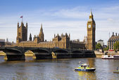 LONDON, UK - MAY 14, 2014: Big Ben and houses of Parliament on the river Thames, London UK — Stok fotoğraf