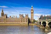 LONDON, UK - MAY 14, 2014: Big Ben and houses of Parliament on the river Thames, London UK — 图库照片
