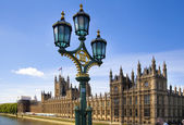 LONDON, UK - MAY 14, 2014: Big Ben and houses of Parliament on the river Thames, London UK — Стоковое фото