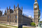 LONDON, UK - MAY 14, 2014: Big Ben and houses of Parliament on the river Thames, London UK — Foto Stock