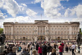 LONDON, UK - MAY 14, 2014: Buckingham Palace the official residence of Queen Elizabeth II and one of the major tourist destinations U.K. Entrance and main gate with lanterns — Stock Photo