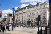 LONDON, UK - MAY 14, 2014: People and traffic in Piccadilly Circus in London. Famous place for romantic dates.Square was built in 1819 to join of Regent Street — Stock Photo