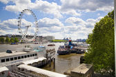 LONDON, UK - MAY 14, 2014: Jubilee park on south bank of the river Thames with London Eye view — Zdjęcie stockowe