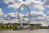 LONDON, UK - MAY 14, 2014: Jubilee park on south bank of the river Thames with London Eye view — Stock Photo