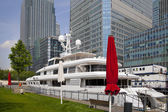 LONDON UK - MAY 7, 2014: Private yacht based in Canary Wharf, against modern glass skyscrapers — Stock Photo