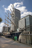 LONDON, UK - MAY 17, 2014: Old British ship based in Canary Wharf dock — Stock Photo