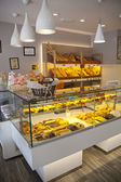 MADRID, SPAIN - MAY 28, 2014: Local coffee shop and variety of baked products — Stock Photo