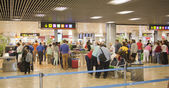 MADRID, SPAIN - MAY 28, 2014: Interior of Madrid airport, queue in departure waiting aria — Stock Photo